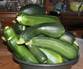 How many zucchinis in this bowl?